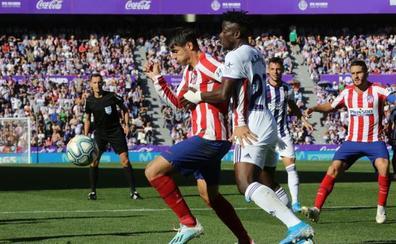 Mucha emoción, pero poco fútbol de Atlético y Real Valladolid