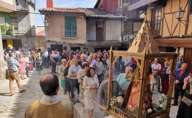 La Virgen de la Misericordia de Madroñal estrena manto en su fiesta