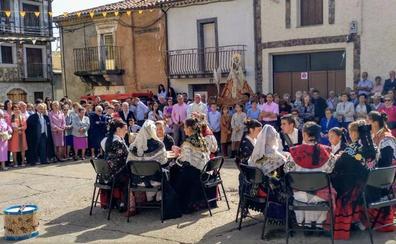 Innovación en los bailes y homenaje en la festividad de la Virgen del Rosario en El Maíllo