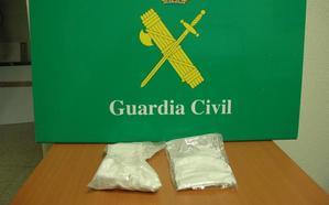 La Guardia Civil detiene a un hombre con 430 gramos de cocaína en el coche que conducía