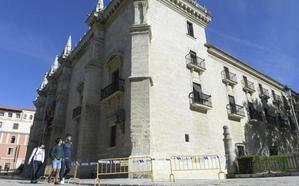 El Palacio de Santa Cruz de Valladolid pasará por el quirófano para asegurar la cornisa