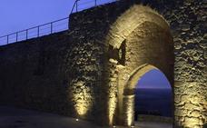 Urueña ilumina la Puerta de la Villa para realzar su patrimonio