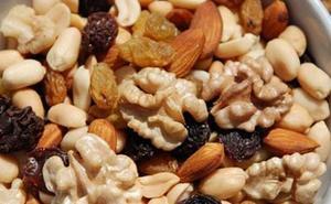 Sanidad alerta del riesgo de unos conocidos frutos secos
