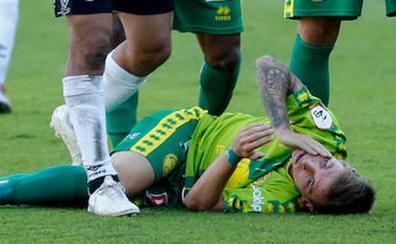 Álvaro Romero, tras romperle el pómulo en el derbi: «Va a por mí, la acción es intencionada y no es un accidente»