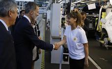 El Rey Felipe VI visita la factoría de carrocería y montaje de Renault Valladolid