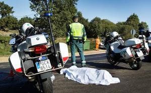 Fallece un motorista tras salirse de la carretera CL-526 en la localidad salmantina de Peñaparda