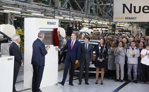 Renault compromete ante Felipe VI que seguirá fabricando en España