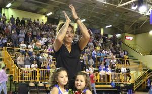 El CB Avenida rinde tributo a Erika de Souza con una cómoda victoria ante Bembibre (87-50)