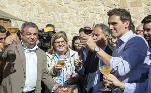 Rivera se compromete a «hablar más de Educación y menos de Franco y de sus huesos»