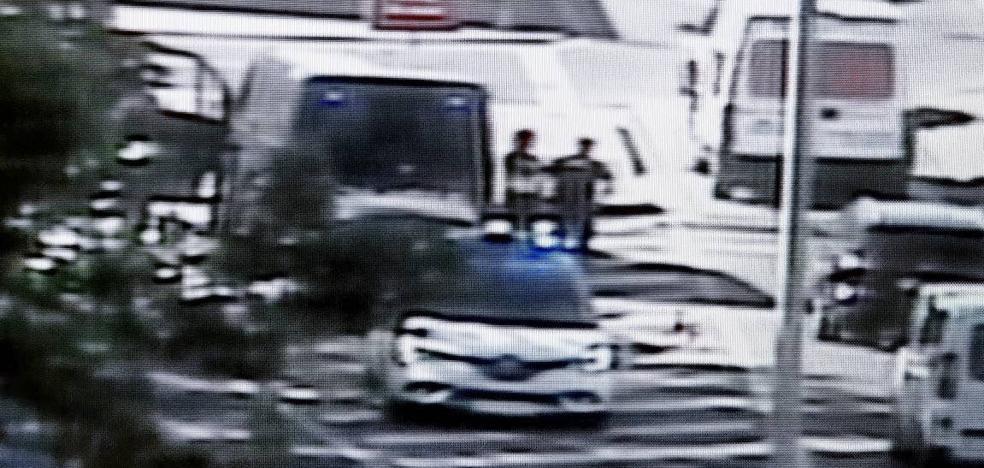 La Policía de Valladolid multa con 80 euros a un conductor que llevaba el brazo escayolado