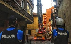 Los Bomberos de Valladolid intervienen por caída de cascotes en la calle Isidro Polo