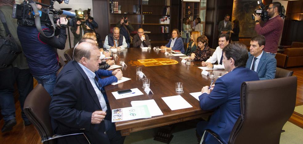 Sindicatos y Junta rebajan tensión con las 35 horas a la espera de una propuesta de Mañueco para su aplicación