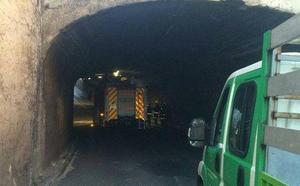 Los daños causados por un camión hormigonera obligan a cortar el túnel de Delicias en Valladolid