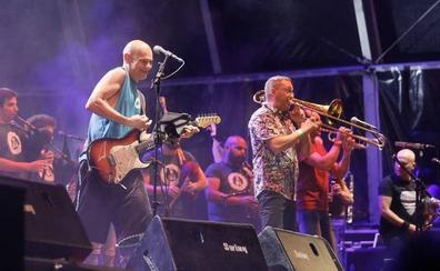 Celtas Cortos canta '20 de abril' con Izal y Fito por su 30 aniversario