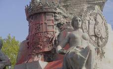 El monumento a Colón de Valladolid amanece teñido de rojo el 12 de octubre