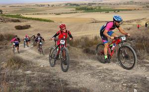 Un pelotón de 130 ciclistas completa la IV Marcha Entre Campos y Torozos
