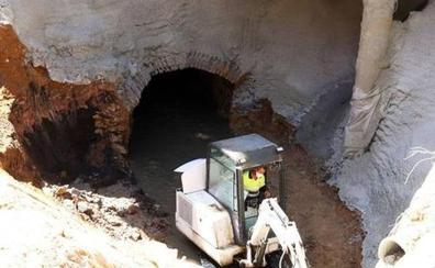 Obras realiza controles de ratas y de cucarachas y trata de reducir los malos olores en el socavón de San Millán