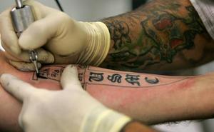 Piden seis años de cárcel a un tatuador de Valladolid por supuestos abusos sexuales sobre tres clientas