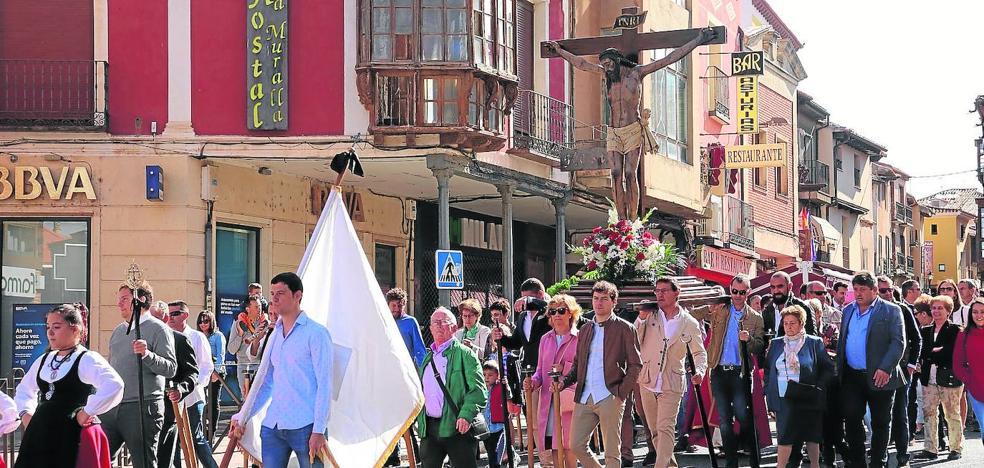 Rioseco renueva la tradición del Cristo de las Puertas con la procesión popular