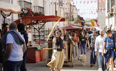 Cuatro mil personas visitan el mercado medieval de Quintanilla de Onésimo