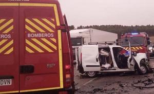 Fallece el conductor de una furgoneta al chocar contra un camión en Medina de Rioseco
