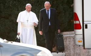 Un escándalo acaba con el 'ángel de la guarda' del Papa
