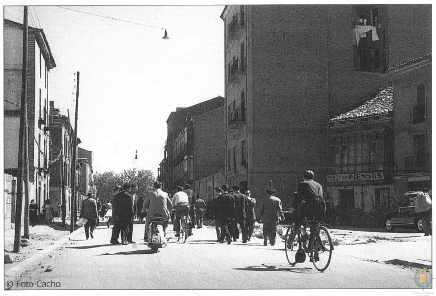 Estampas del Valladolid antiguo (XXI): en bicicleta a todas partes