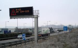 Seis kilómetros de retenciones en Valladolid al volcar un camión en la A-62
