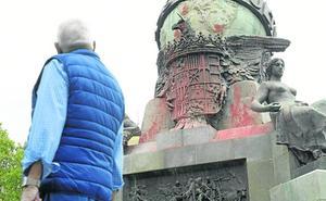 El Ayuntamiento estudia cómo prevenir actos de vandalismo como el sufrido por la estatua de Colón