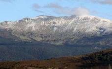Las primeras nieves tapizan la cumbre de Peñalara
