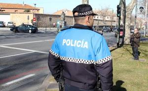 Detienen a dos menores que conducían sin carné tras estrellarse contra un muro en la Alameda del Parral