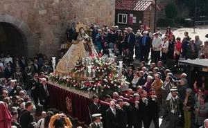 Miles de abulenses arropan a la Santa en su día grande