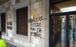 La Policía investiga la aparición de pintadas independentistas en la Subdelegación del Gobierno en Zamora