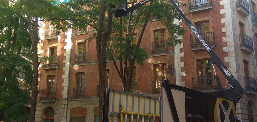 La empresa Ximénez inicia la instalación de las luces de Navidad en Valladolid