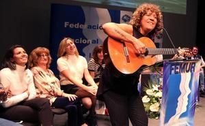 Rosana canta a las mujeres rurales, «ejemplo de trabajo y sacrificio»