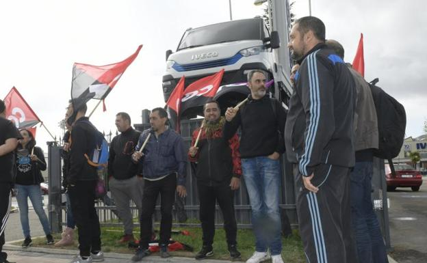 Representantes de la CGT protestan contra el acuerdo del ERTE en Iveco | El Norte de Castilla