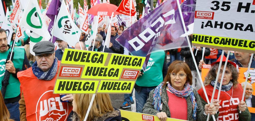 1.500 funcionarios reclaman en la sede de la Presidencia de la Junta la aplicación de las 35 horas