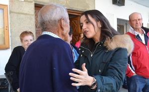 Visita relámpago de Inés Arrimadas a la localidad salmantina de Salmoral