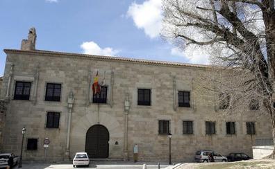 Condenada a pagar 855 euros por dar una patada en los genitales a un hombre