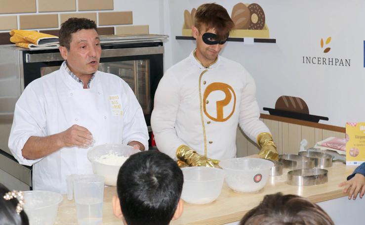 Actividad en el Paseo central del Campo Grande con escolares para impulsar el consumo del pan nacional