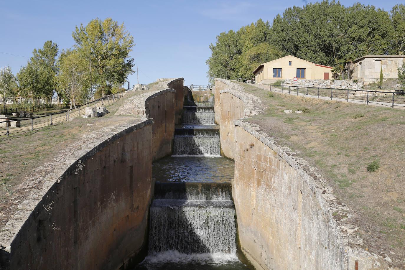 El Canal de Castilla: de vía de comunicación a reclamo turístico en un siglo de propiedad estatal