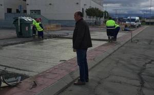 Asfaltan una zona junto al Centro de Salud de Ciudad Rodrigo ante la demanda vecinal
