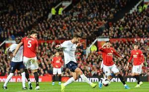 El Liverpool rescata un punto ante el United en un intenso clásico