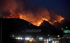 Miles de personas abandonan Los Ángeles por los incendios