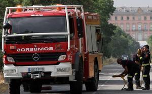 Un fuego atrapa a un matrimonio de ancianos y a sus cuidadores en el patio interior de una casa en Sebúlcor