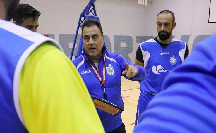 Entrenamiento del Club Baloncesto Almirantes bajo las órdenes de Gustavo Aranzana