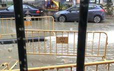 Riada de aguas fecales en la plaza del Doctor Gila por una rotura en la bóveda del Clamores