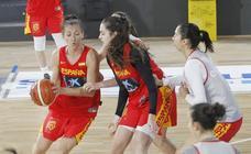 Entrenamiento de la selección femenina de baloncesto en Palencia