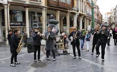La Pixie &Dixie Band pone el broche de oro al ciclo de jazz en la calle