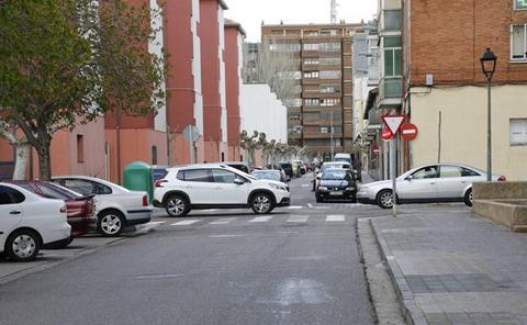 Los vecinos del Carmen en Palencia denuncian el asalto de una mujer y sus familiares a un hombre